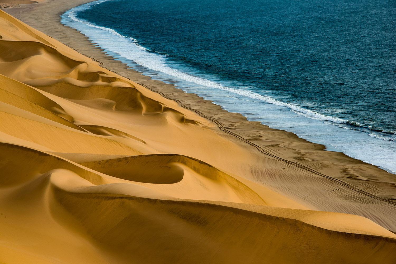 пустыня и море